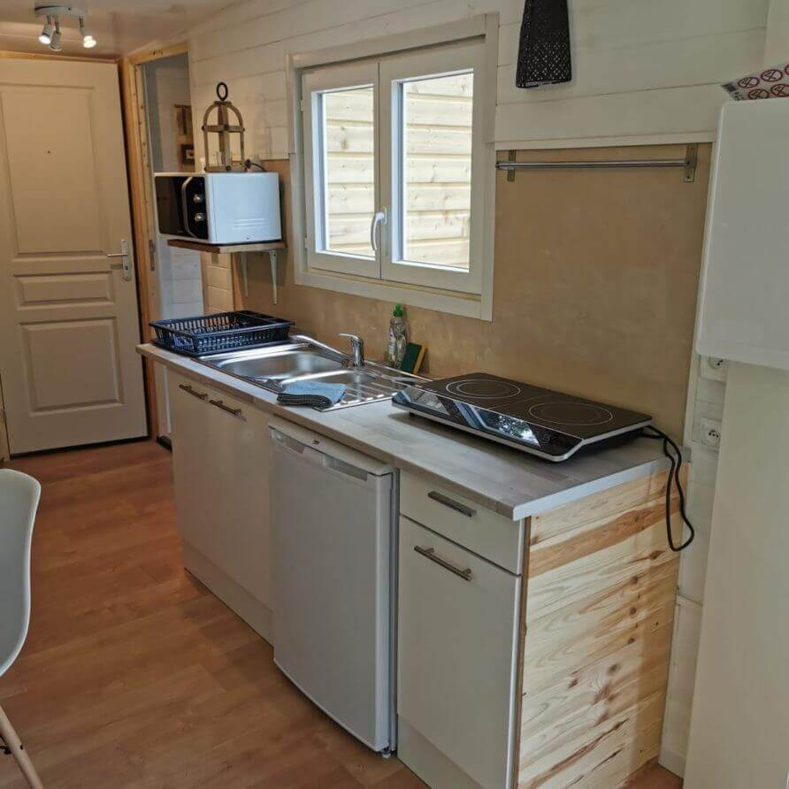 Kitchenette lodge sur pilotis